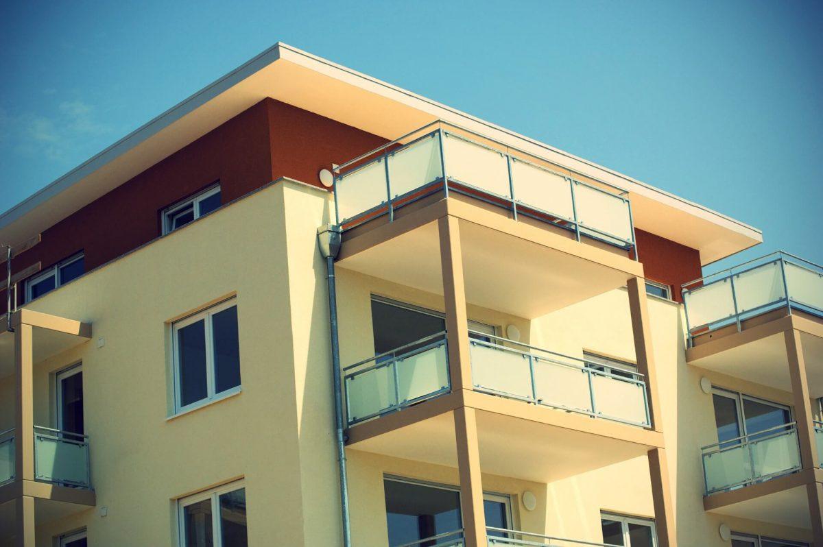 Blok-mieszkalny-z-balkonami