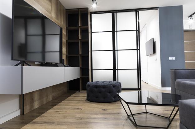 Witryny w salonie – czy to dobry pomysł?