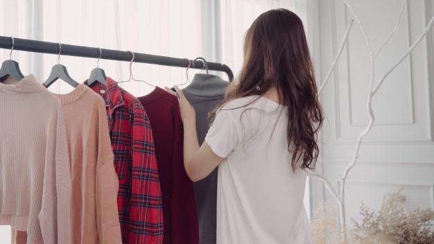 Sposoby na przechowywanie ubrań – praktyczna szafa