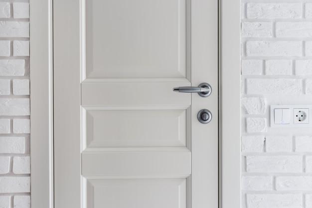 Montaż drzwi wewnętrznych – popełniane błędy przy montażu