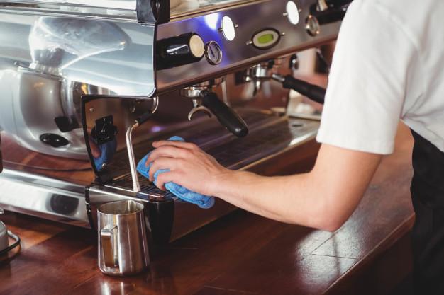 Jak wyczyścić domowy ekspres do kawy?